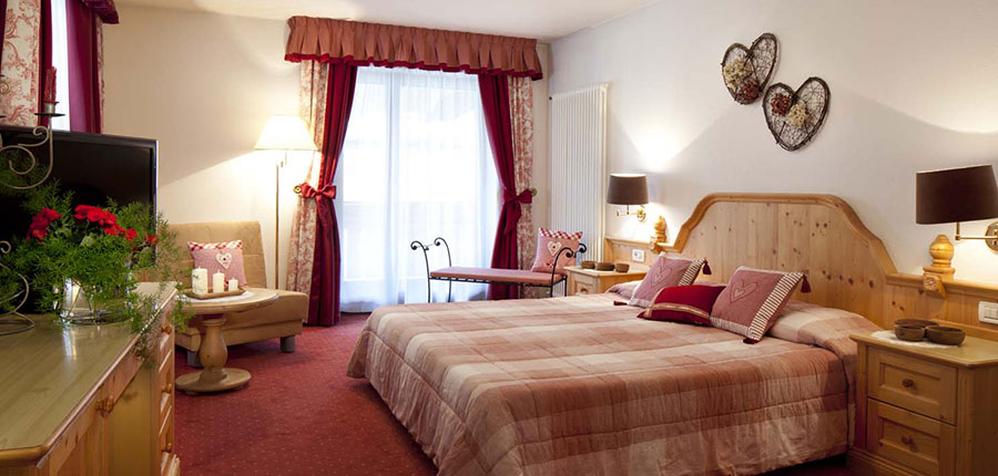 italy_dolomites_corvara_hotel-table_bedroom.jpg